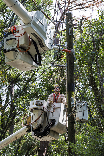 TALLAHASSEE, FLA. 9/5/16- Gulf Power Company assisting with recovery from Hurricane Hermine in Tallahassee. COLIN HACKLEY PHOTO