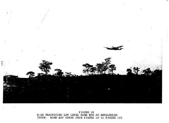 La tripulación de vuelo de un bombardero B-26 practica misiones en el período previo a la invasión de Bay of Pigs. FOTO ARCHIVO/CIA ~ The flight crew of a B-26 bomber practices missions in the run-up to the Bay of Pigs invasion. FILE PHOTO/CIA
