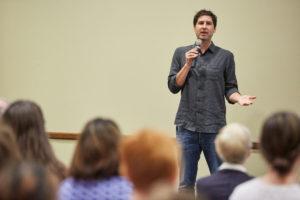 Matt de la Peña speaks to an audience