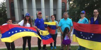 Venezuelans in the U.S. holding Venezuelan flags